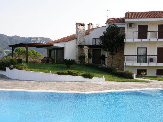 (For Sale) Residential Villa || Fthiotida/Kamena Vourla - 657Sq.m, 7Bedrooms, 1.650.000€